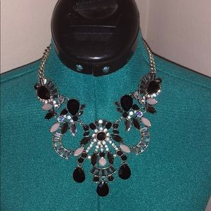Adjustable statement necklace